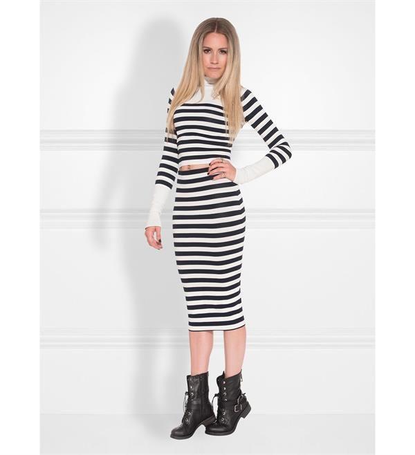 Nikie midi rok, model Jenny Jillian Skirt. Fijn gebreide rok met streepdessin.