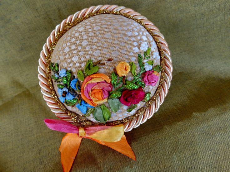 Pincushion, ribbonembroidery, ribbonwork, ribbonembroideryart di SilkRibbonembroidery su Etsy
