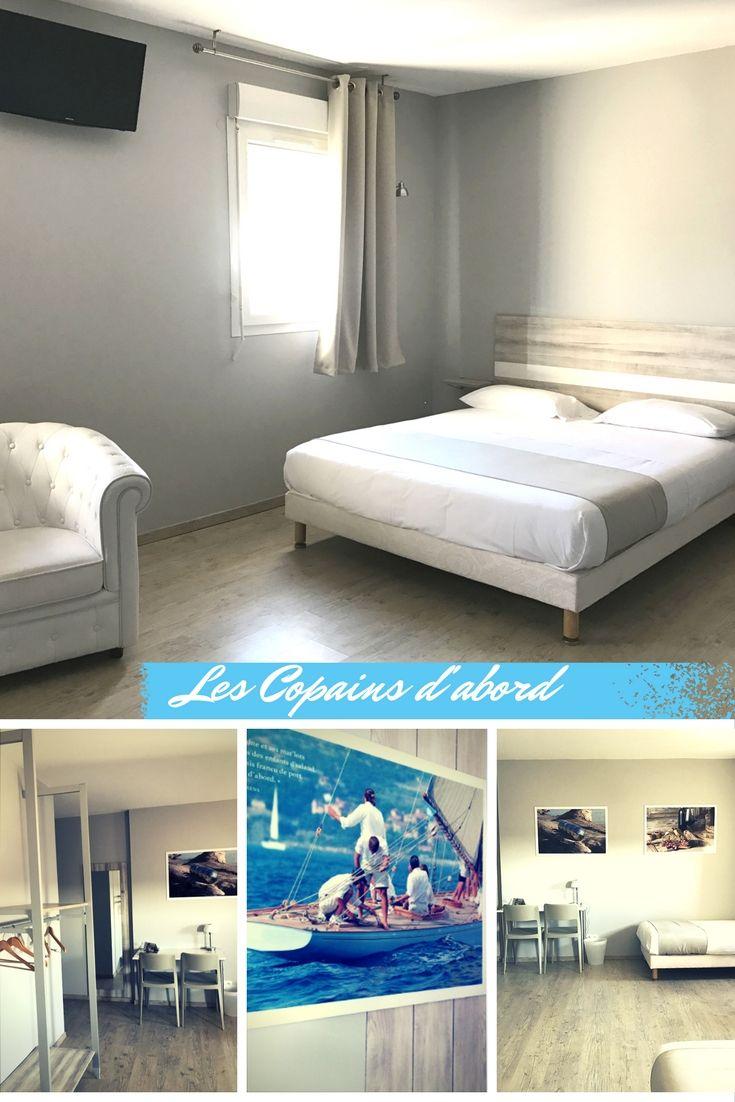 Chambre familiale, hôtel Agde. Les tons de beige enveloppent cette chambre de douceur pour créer un style classique. Les panneaux décoratifs évoquent la mer et la convivialité du Languedoc ce qui la rend d'autant plus confortable. #hotelagde #agde