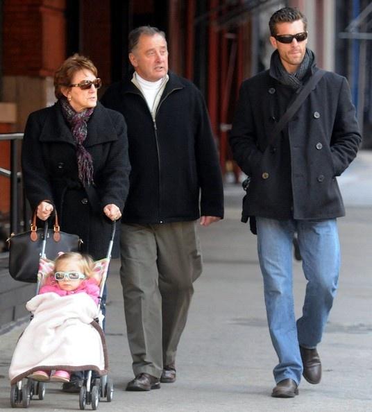 Bethenny Frankel Photo - Bethenny Frankel and Husband Take a Walk