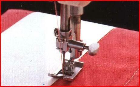Обработайте одну сторону бумаги тонким слоем текстильного клея, дайте высохнуть, затем приложите ее к ткани. 2) Поместите бумагу на ткань краем вдоль нужной линии строчки. Строчите так, чтобы бумага была под лапкой, а иголка шла по краю бумаги.