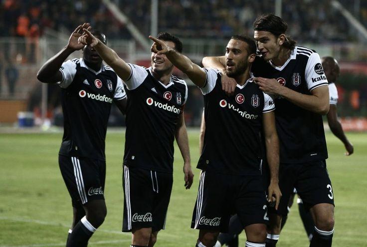 Süper Lig'in 11. haftasında Beşiktaş deplasmanda Adanaspor'u 2-1 yenerek Fenerbahçe – Galatasaray derbisinin oynanacağı haftayı kayıpsız atlattı.