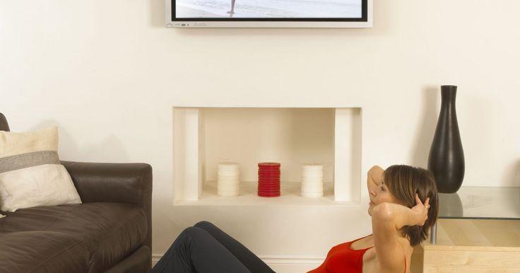 """Cómo conectar una computadora portátil en una TV de pantalla plana. Ser propietario de un TV de alta definición es cada día más común. Con una imagen más nítida y una amplia área de visualización, se parece más a una pantalla de cine que a un simple televisor. La tecnología que viene en """"pantalla plana"""" (plasma, LCD o LED) de los TV es muy similar a monitores LCD de escritorio. A veces, simplemente no es obvio ..."""