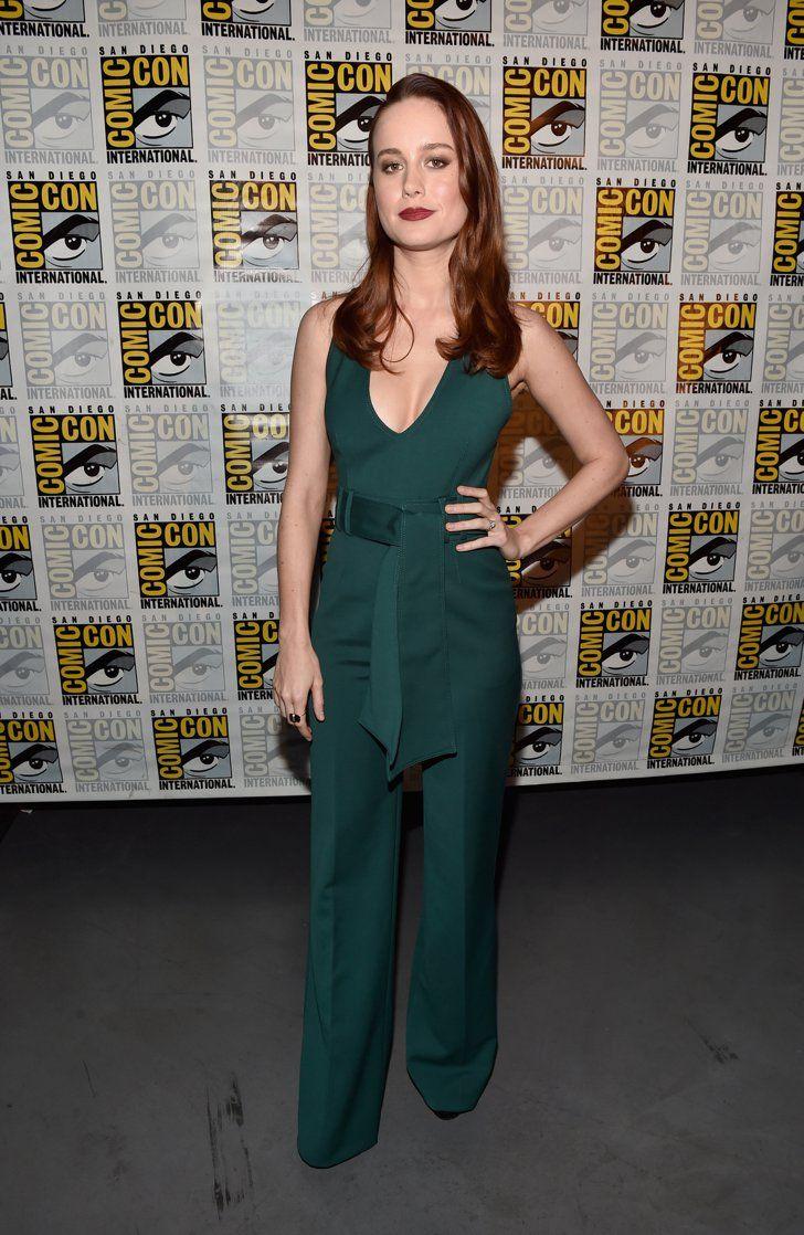 Pin for Later: Ne Manquez Pas les Looks Vus à Comic-Con 2016 Brie Larson Portant une combinaison signée Gabriela Hearst, et des escarpins Stuart Weitzman.