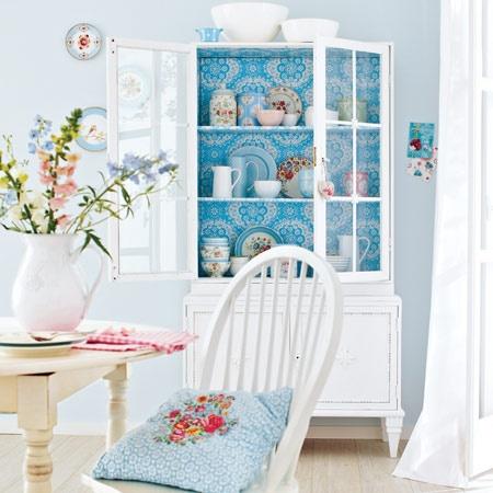 Blumige Dekors: Accessoires fürs Esszimmer im Landhaus-Look basteln