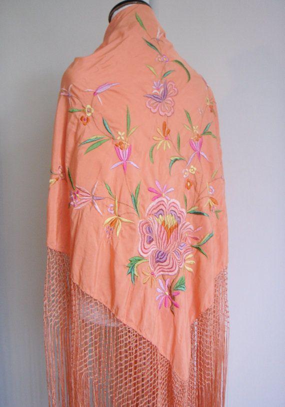 Vintage Embroidered Silk Piano Shawl . iloveluci: Embroidered Silk, Shawl Par, Emboridery Needel Work, Piano Shawl, Par Iloveluci, Sur Etsy, Pink Ish Realm, Silk Piano, Iloveluci Sur