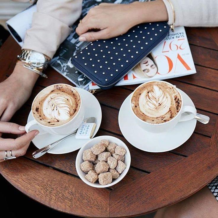 Безусловно, понедельник. Но сначала - кофе! ☕🍁🙌 #taifunodessa #taifunfashion #gerryweber #coffee #monday #mood