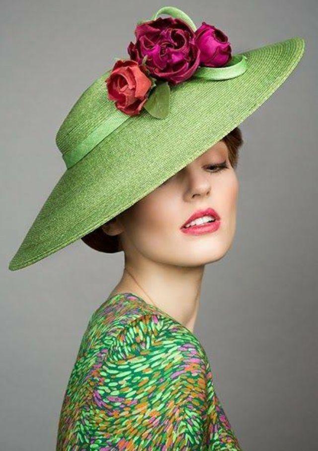 вариант шляпки с цветами фото довольно