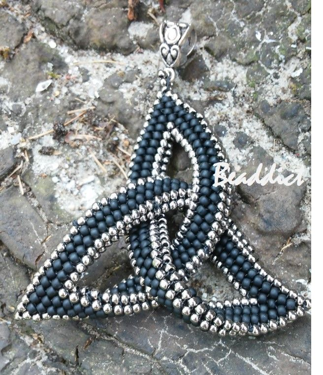 Celtic knot from seed beads, stiched in herringbone and peyote