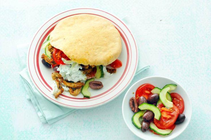 Fastfood mét verse groenten, pita gyros met frisse tzatziki & salade - Recept - Allerhande
