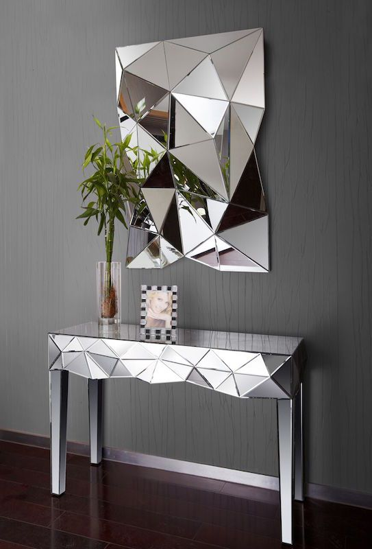 Dit is pas een gave, unieke en mooie spiegel. Deze valt zeker goed op in iedere kamer, en hij is nu ook nog in de uitverkoop! #sale #wonen #inspiratie #Interieur #desing #inrichting #meubelen #decoratie #spiegel #home #decorations #mirror