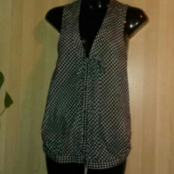 DIESEL TOP-SIZE ZS-PERFECT-REAL CUTE -Diesel Top -Size XS -Perfect Condition -Sleeveless -v neck - ties in front at bottom of the v neck -buttons down front -65% cotton, 35% silk -very cute, great for summer - black and white in color Diesel Tops