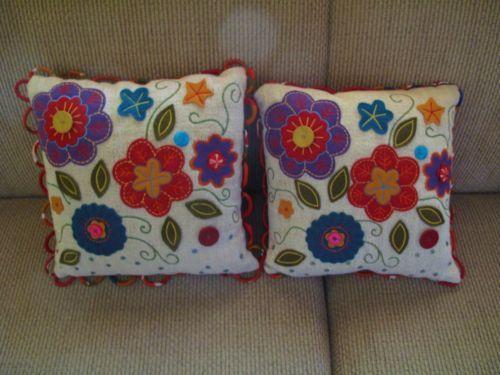 2-Pier-1-Decorative-Pillows-Blue-Red-Purple-Felt-Flowers-15-Square-Sequins