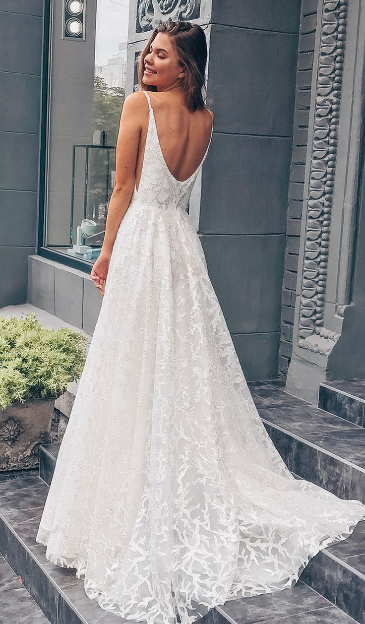 weiße lange Brautkleider mit Schleppe, Brautkleider mit offenem Rücken
