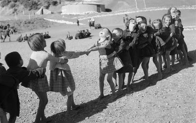 "Post-war Greece: Children playing ""tug-of-war"" / Voula Papaioannou"