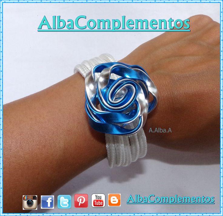 pulsera con rosa grande azul y plateada #pulsera #rosa #albacomplementos #azul #plateada #hechoamano #handmade #bisuteria #complementos #accesorios