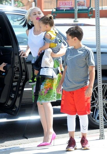 Gwen Stefani takes her boys Kingston, Zuma and Apollo to church (June 5, 2016)