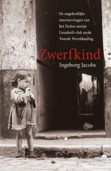 4/53 2016 Zwerfkind - Ingeborg Jacobs (ISBN 9789032513801) Oost-Pruisen, 1945. Liesabeth Otto is zeven jaar als haar moeder sterft, en het meisje heeft geen andere keus dan bedelen. Op een dag neemt de buurvrouw haar mee naar de stad om daar een winterjas te ruilen tegen eten. Maar eenmaal daar pakt de vrouw de jas af en verdwijnt. Liesabeth weet zich geen raad. Uiteindelijk springt het meisje op een trein in de hoop dat deze de goede kant opgaat. Ze zal nooit meer thuiskomen. Zeer boeiend…
