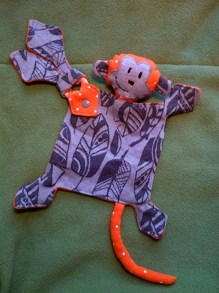 Yaro Four Winds Stonegray scrap cuddling monkey