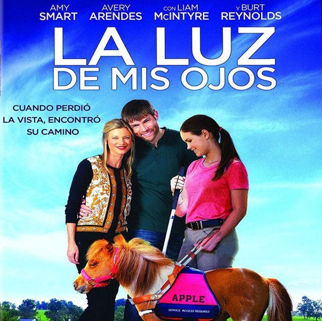 Drama   Cine familiar - HD 720p Una chica pierde la vista en un accidente montando a caballo. Un entrenador le presenta a Apple, un pony que puede servirle de ayuda.