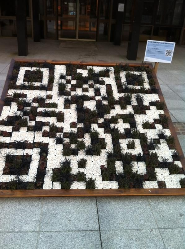 L'hotel de ville de Vélizy à créer un QR code végétal géant!