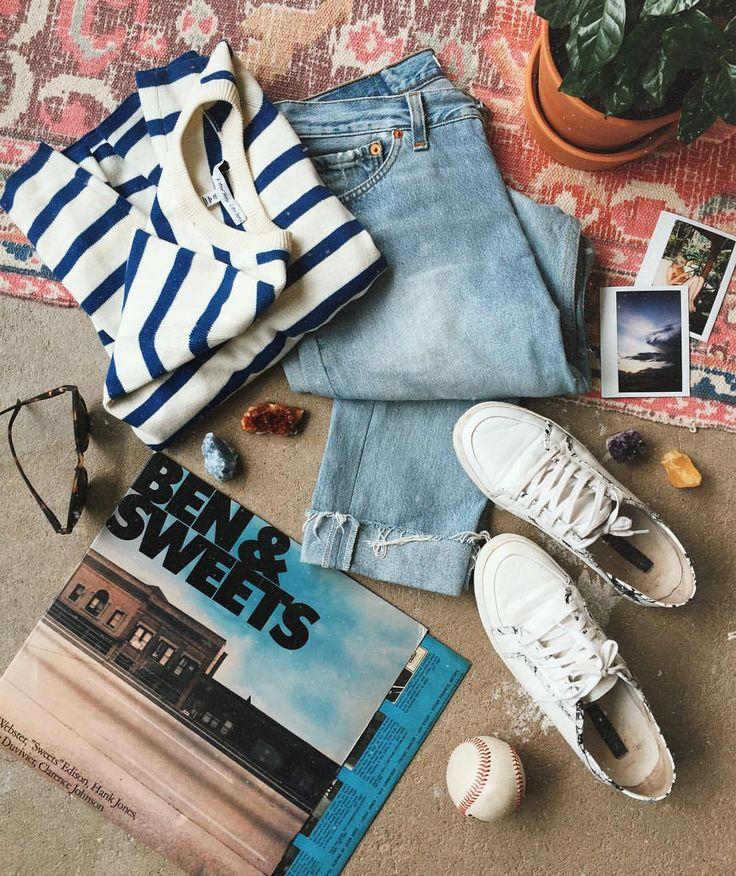 """Dara Muscat az Instagramon: """"Fav flow of spring. Senso, stripes, denim & vinyl.✨ Любимый стиль весны: полоска, джинсы, винил и новенькие @senso. Это уже стало весенней традицией. Кто за конверами в очередь, а я за этими кедами. Спасибо @porta9ru, что теперь их можно не заказывать с ожиданиями, а просто забирать. Я фанат обуви на плоской подошве и особенно кед/кроссовок. На каблуке у меня только одна пара."""""""
