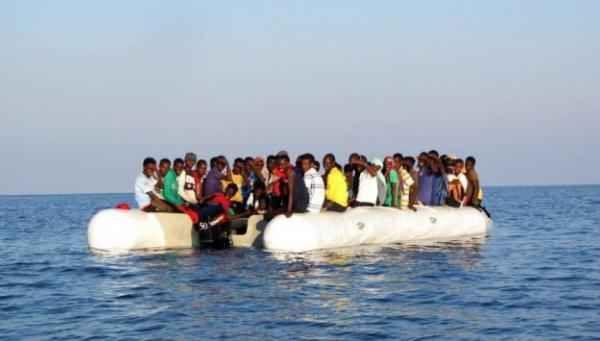 ALGERINI APPENA ARRIVATI IN ITALIA: GUARDATE IL VIDEO E SENTITE COSA CHIEDONO Clamoroso. Un video ripreso da una persona presente proprio nel momento in cui un barchino con a bordo un gruppo di immigrati clandestini provenienti presumibilmente dalle coste dell'Algeria, testimon #immigrati #immigrazione #clandestini