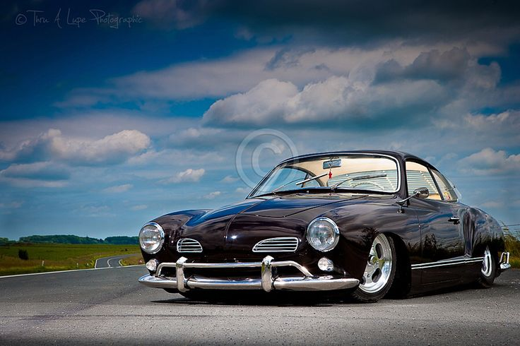 Bild från http://www.thru-a-lupe.co.uk/wp-includes/images/gallery/automative/full/130630-rudys-air-slammed-ghia--004.jpg.
