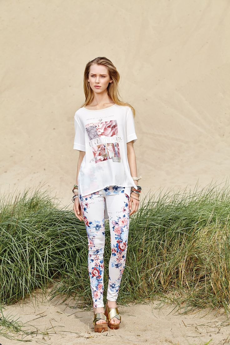 Florals are the top romantic print solution for your morning looks!