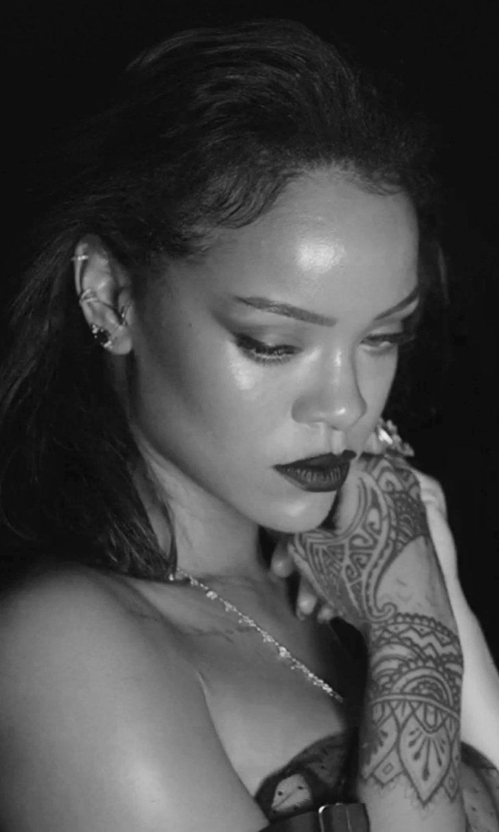 """Rihanna's """"Kiss It Better"""" Video Is So Sexy You Probably Shouldn't Watch It at Work"""