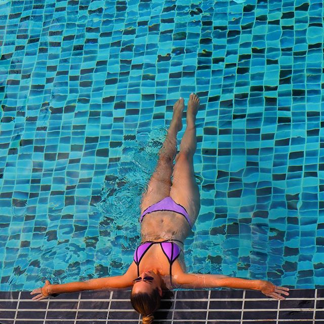 Mornings like this...🙌 Because there is always summer somwhere ☀️💦 #summer #sun #pool #blue #colors #morning #swim#swimming #bikini #bikinibody #fitgirl #travel #travelling #travellife #endlesssummer  #30xthirty #travelandkeepfit #travelling #travelblogger #WeAreTravelGirls #fitgirl #iamtb #WorldTravelGuide #travelblogger #fitnessmotivation #fittravel #instatravel #perfect #podróże #amazing