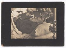 Photo ancienne Post-mortem un Homme en 1907. Lit de Mort Dead Defunt