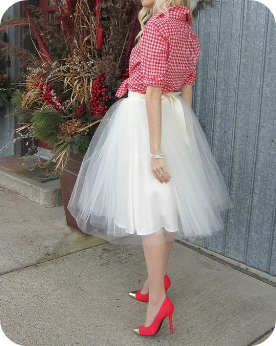 Lily Says Go: … DIY tulle skirt… I have a prom dress that I could use!