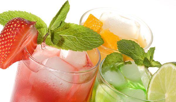 4 finom nyári ital. A nyári melegben nagyon fontos, hogy elegendő mennyiségű folyadékot igyunk. Azonban sokszor már unjuk az állandó ásványvizet és a hozzá hasonló üdítőket. A következő italokkal még élvezetesebbé és finomabbá tehetjük a nyarat.