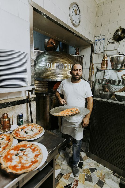NAPOLI JA TÄYDELLINEN PIZZA