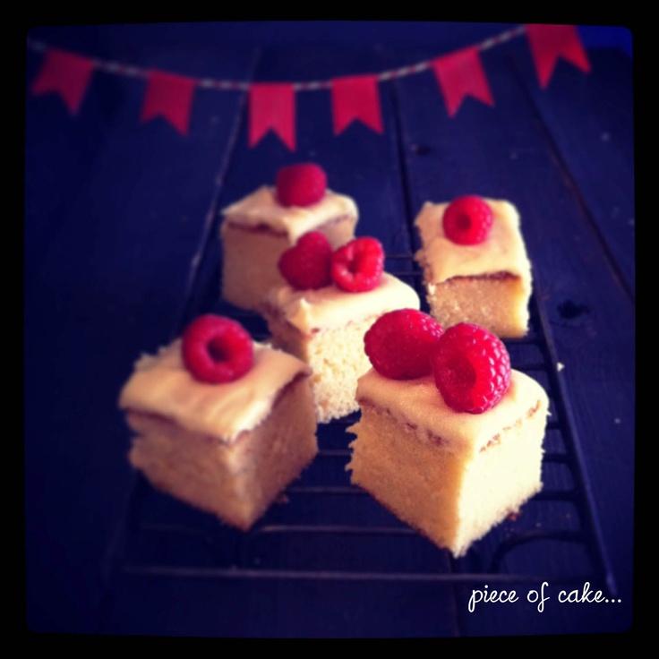 Eat, drink and make pretty- vanilla milk sponge with lemon cream cheese icing