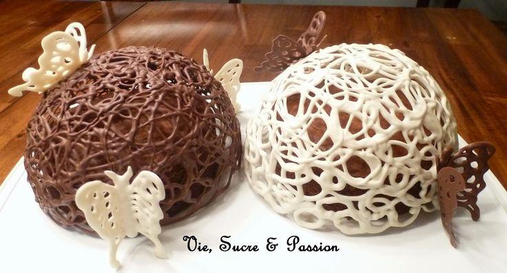 Les papillons en dentelle de glace royale ou de chocolat sont vraiment magnifiques. Ils décorent joliment de petits gâteaux individuels ou ...