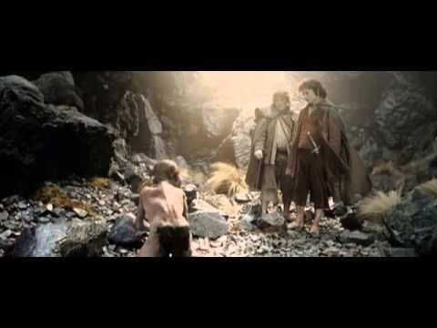 PÁN PRSTENŮ je epický román od Johna Ronalda Reuela Tolkiena, napsaný s přestávkami v letech 1937-1949. Tolkien si původně přál, aby vyšly v jednom svazku. Rozdělení do tří svazků (Společenstvo Prstenu, Dvě věže a Návrat krále) si prosadil vydavatel.  Filmová trilogie Pán prstenů se skládá ze tří filmů, které byly natočeny režisérem Peterem Jacksonem v nedotčených končinách Nového Zélandu. Fantasy filmy byly natáčeny současně předlouhé dva roky, 2001-2003.