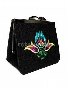 GOSHICO embroidered purse/mini bag GODDESS http://www.mybags.co.uk/goshico-embroidered-purse-mini-bag-new-folk-194.html
