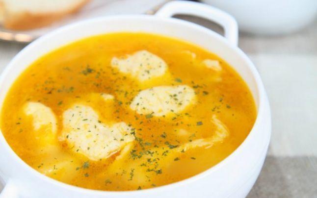 Cum să prepari cea mai bună supă de pui cu găluşte