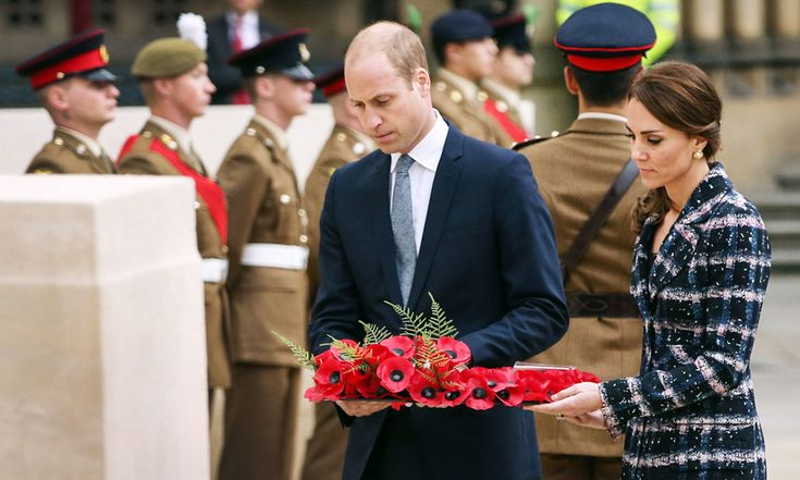 At Manchester's Town Hall, the royal couple took part in a ceremony at the Cenotaph, laying a wreath to honor Manchester's six Victoria Cross recipients as part of the First World War Centenary campaign.