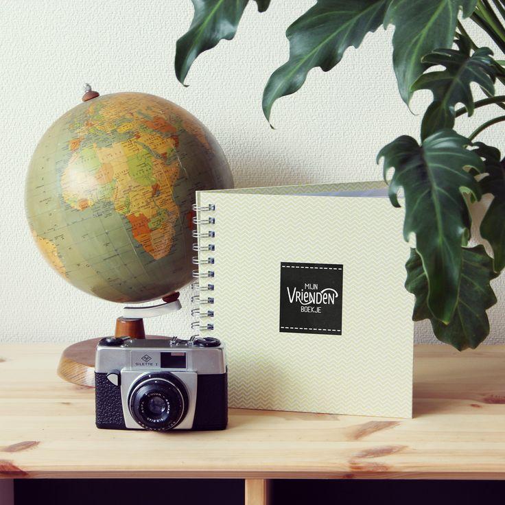Verras iemand die gaat emigreren of op wereldreis gaat met een vriendenboekje. Zo'n kado past in iedere koffer!  Emigratie - Wereldreis - Stage in het buitenland - Studeren in het buitenland - Vriendenboek