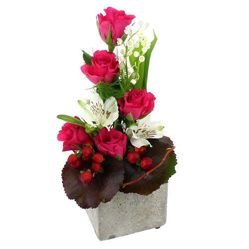 [  JOAILLIER  ] #Roses fuchsia et #alstromérias diaphanes sont les bases de ce bel ouvrage dont les brins de #muguet porte-bonheur s'élèvent comme autant d'étincelles parfumées. #EnvoiMuguet #Florajet #PremierMai #OffrirMuguet #1erMai