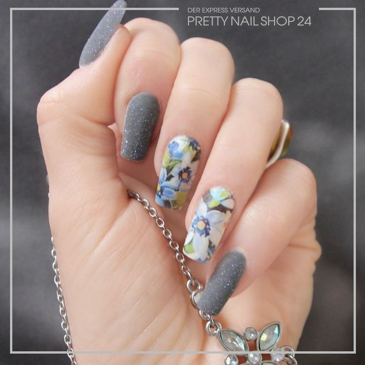 #trend #style #sharkgrey #nailart #nails Grau ist nicht gleich graue Maus! Denn Shark-Grey lässt sich auch perfekt mit dem Frühling kombinieren. Wä…