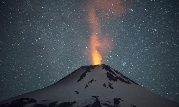 チリ南部のビジャリカ火山が噴火。3000人以上が避難…⇒ Volcano erupts in southern Chile http://gu.com/p/469pd/stw