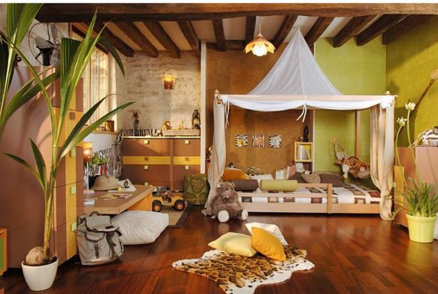 safari kids room--- i love these kids rooms i'm finding online. wish we had the money and inclination to make my room something cool. :(