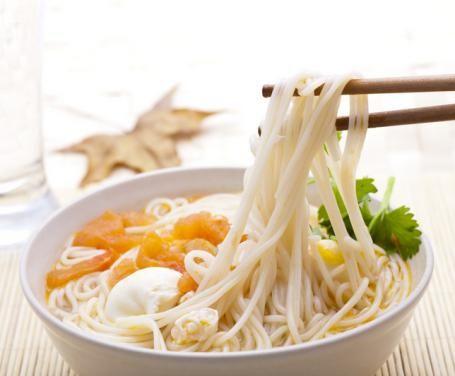 Gli udon sono tradizionali spaghetti preparati con farina e acqua che vengono cucinati a piacimento. Tra le ricette più comuni e diffuse che prevedono l'impiego degli udon, vanno ricordate senza dubbio quella dei misonikomi udon e quella dei kake udon.