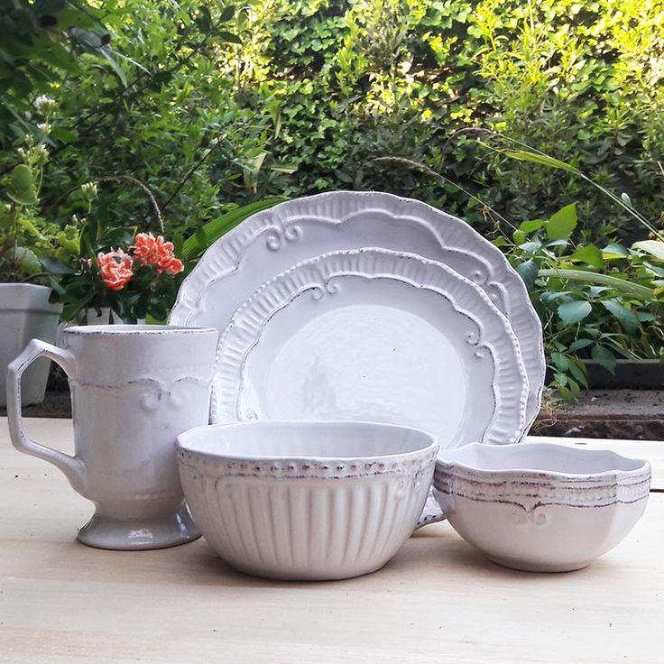 Loza provenzal blanca, fantástica! combina con todo imponiendo su bello estilo vintage inspirado en la bella Povenza. Para poner las mesas mas lindas!
