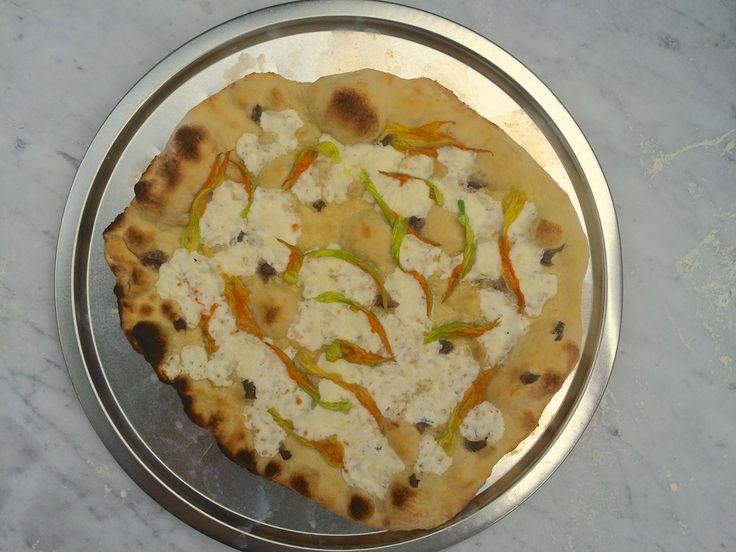 Pizza con fiori di zucca ed alici