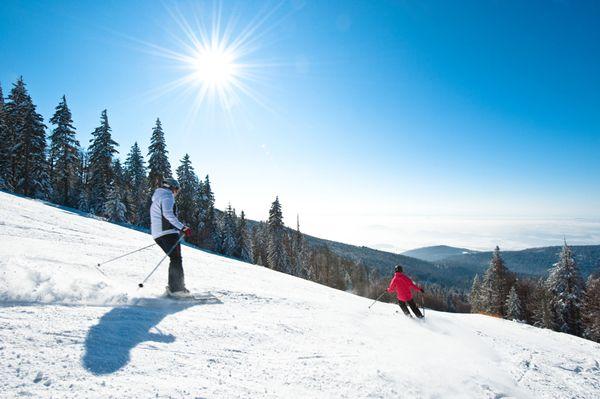 Beim #Skifahren und #Snowboarden im #Grantihügelland den #Weitblick genießen. Weitere Informationen zu #Skiurlaub im #Mühlviertel in #Österreich unter www.muehlviertel.at/skifahren - ©Oberösterreich Tourismus/Erber